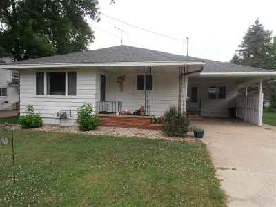 Pardeeville Single Family Home For Sale: 304 W Chestnut St