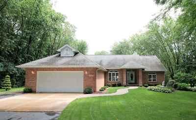 Janesville Single Family Home For Sale: 6212 N Lochwood Dr