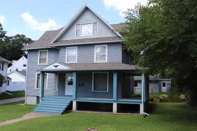 Janesville Single Family Home For Sale: 1041 Carrington St
