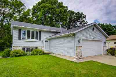 Dane County Single Family Home For Sale: 661 Robin Dr