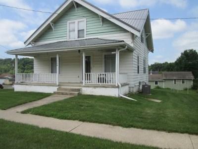 Darlington Single Family Home For Sale: 704 Washington St