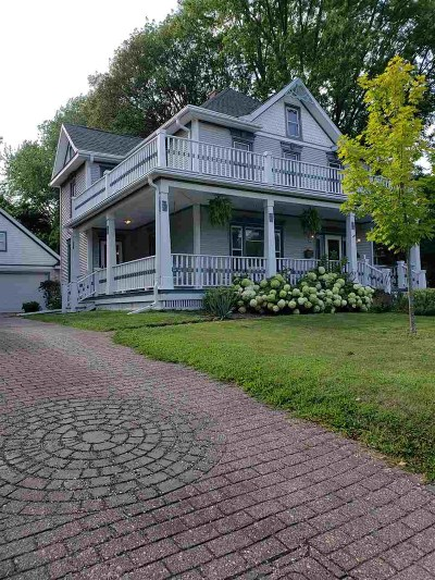 Stoughton Single Family Home For Sale: 200 N Page St