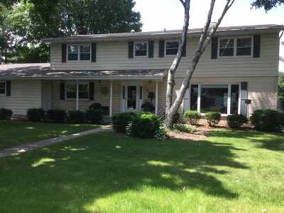 Dane County Single Family Home For Sale: 104 Greenbriar Dr