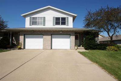 Stoughton Single Family Home For Sale: 202 Ashberry Ln