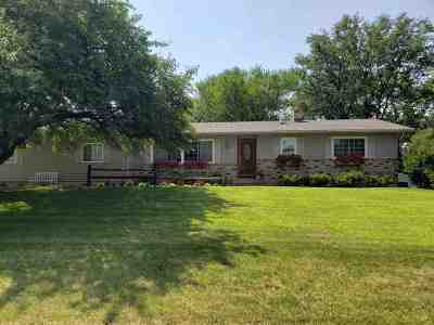 Cottage Grove Single Family Home For Sale: 450 Bonnie Rd