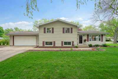 Stoughton Single Family Home For Sale: 717 Roby Rd