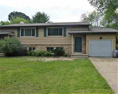 Stoughton Single Family Home For Sale: 718 Bickley Ct