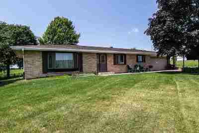Cuba City Single Family Home For Sale: 2821 Hwy 151