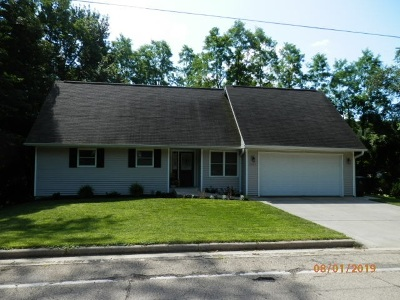 Richland Center Single Family Home For Sale: 1243 Ithaca Rd
