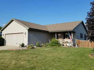 Janesville Single Family Home For Sale: 4302 Parkwood Dr