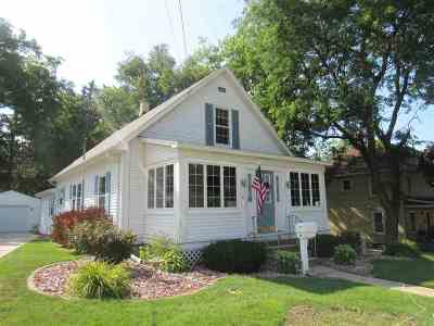 Edgerton Single Family Home For Sale: 105 Lord St