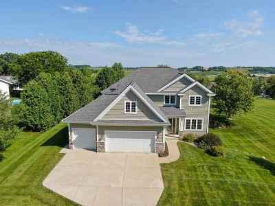 Middleton Single Family Home For Sale: 4885 Highwood Cir