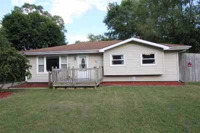 Beloit Single Family Home For Sale: 2244 Knoll View Dr