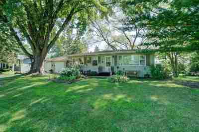 Stoughton Single Family Home For Sale: 701 Pleasant View Dr