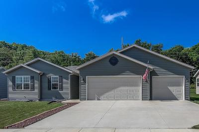 Edgerton Single Family Home For Sale: 837 Stonefield Dr