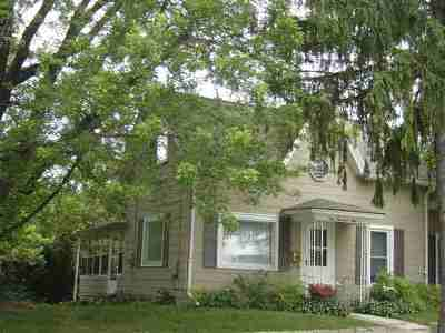 Baraboo WI Single Family Home For Sale: $89,900