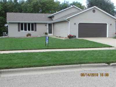 Janesville Single Family Home For Sale: 4043 Bordeaux Dr