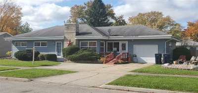 Janesville Single Family Home For Sale: 1804 S Hawthorne Park Dr
