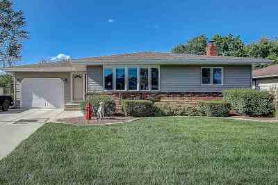 Waunakee Single Family Home For Sale: 213 Fairview Ct
