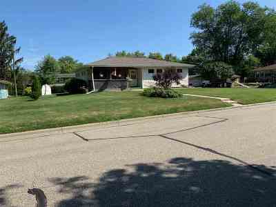 Stoughton Single Family Home For Sale: 700 West St