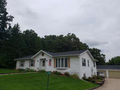Dane County Single Family Home For Sale: 106 Maple St