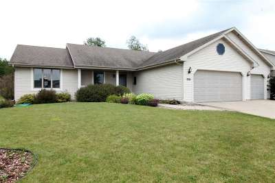 Janesville Single Family Home For Sale: 3126 Autumn Ln