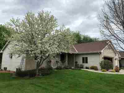 Janesville Single Family Home For Sale: 3525 Coventry Dr