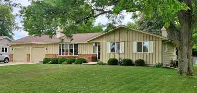 Janesville Single Family Home For Sale: 417 N Waveland Rd