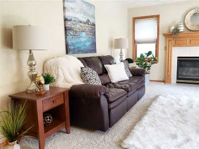 Waunakee Condo/Townhouse For Sale: 102 Fairview Way