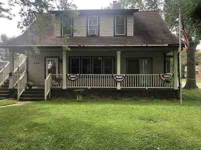 Baraboo WI Single Family Home For Sale: $164,900