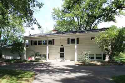 Stoughton Single Family Home For Sale: 2656 Westchester Cir