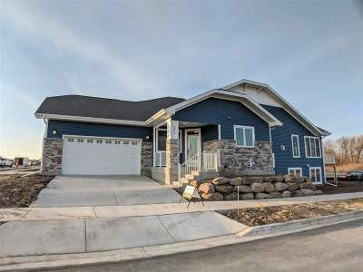 Sun Prairie Condo/Townhouse For Sale: 2946 Bronze Leaf Ln #3