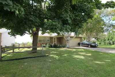 Janesville Single Family Home For Sale: 2228 Garden Dr