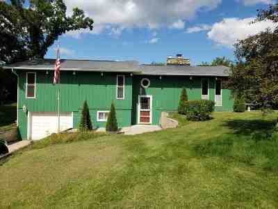 Baraboo WI Single Family Home For Sale: $192,000