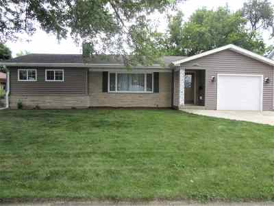 Janesville Single Family Home For Sale: 1618 Eastwood Ave