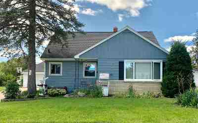 Janesville Single Family Home For Sale: 449 N Oakhill Ave