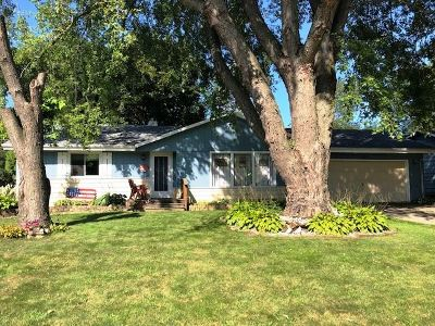 Janesville Single Family Home For Sale: 1515 Clover Ln