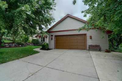 Middleton Single Family Home For Sale: 1315 Stratford Ct