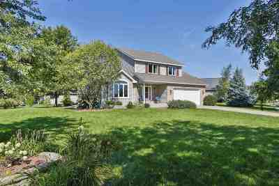 Stoughton Single Family Home For Sale: 2241 Meadow Green