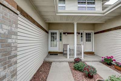 Sun Prairie Condo/Townhouse For Sale: 737 Clardell Dr