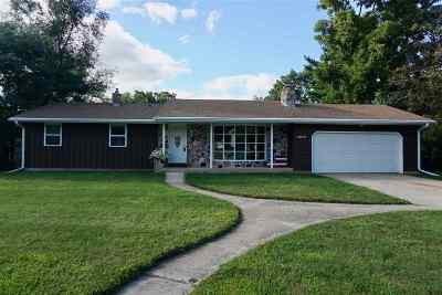 Janesville Single Family Home For Sale: 2040 River View Dr