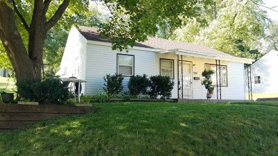 Stoughton Single Family Home For Sale: 324 S Academy St
