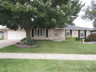 Janesville Single Family Home For Sale: 1828 N Pontiac Dr