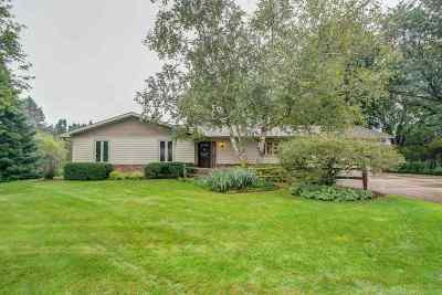 Waunakee Single Family Home For Sale: 5583 Labuwi Ln