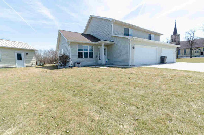 Dodge County Multi Family Home For Sale: 840 Circle View Cir #842