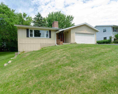Mount Horeb Single Family Home For Sale: 402 Blue View