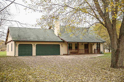 Jefferson County Single Family Home For Sale: N1505 Shari Ln