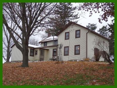 Dodge County Single Family Home For Auction: N2351 Hickory Rd