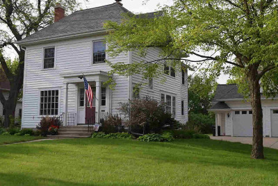 Jefferson County Single Family Home For Sale: 423 E Milwaukee Ave