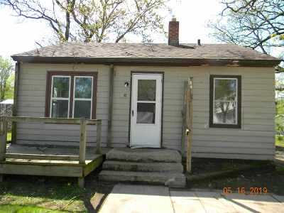 Adams Single Family Home For Sale: 209 N Pine Street